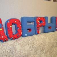 вариант использования декоративных букв в стиле квартиры фото