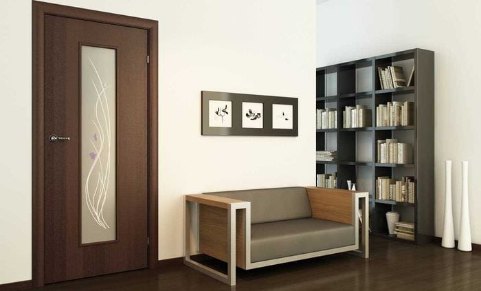 вариант сочетания насыщенного коричневого цвета в интерьере спальни