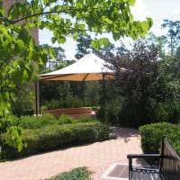 идея яркого декорирования двора фото