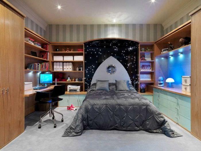 вариант яркого стиля детской комнаты для двух мальчиков