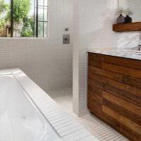 вариант яркого дизайна ванной комнаты в деревянном доме фото