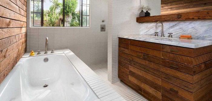 вариант современного дизайна ванной в деревянном доме