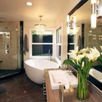 идея современного интерьера ванной комнаты с окном картинка