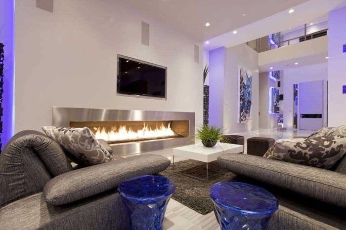 вариант яркого интерьера гостиной комнаты 2018