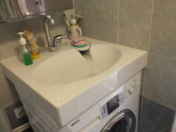 вариант красивого дизайна ванной комнаты в хрущевке