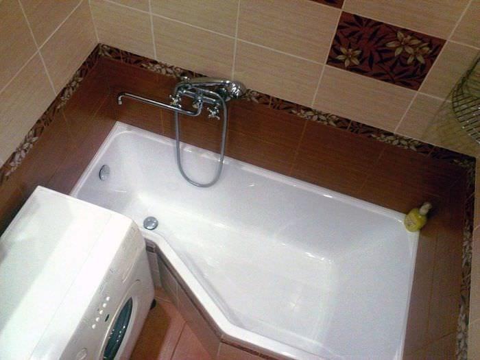 вариант светлого стиля ванной комнаты 5 кв.м