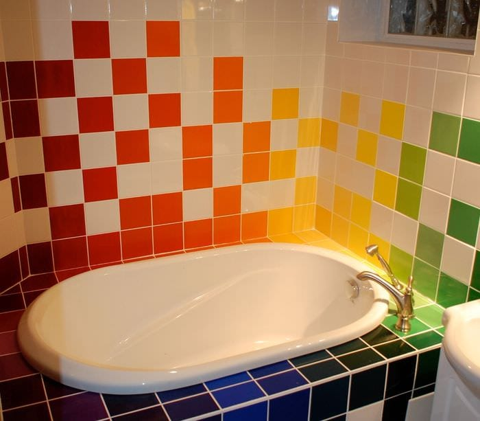 пример светлого интерьера ванной комнаты в хрущевке