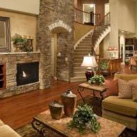 пример необычного декора гостиной с камином картинка