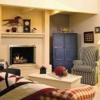пример красивого декора гостиной с камином фото