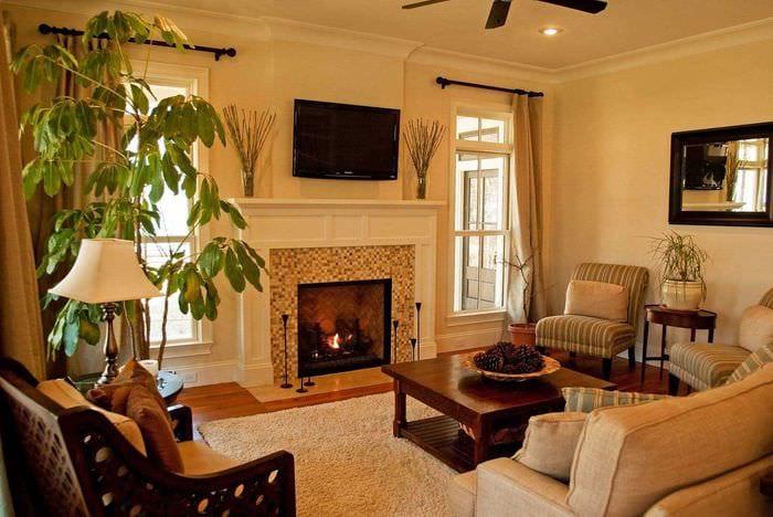 пример красивого интерьера гостиной с камином