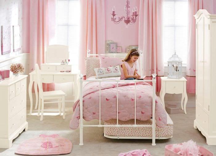 вариант красивого декора детской для девочки