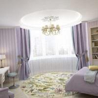 пример красивого дизайна гостиной с эркером фото