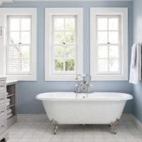вариант красивого интерьера ванной комнаты в классическом стиле картинка