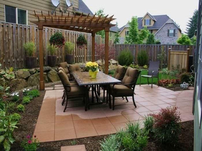идея необычного дизайна двора частного дома
