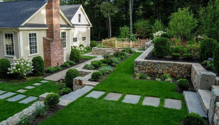 вариант современного декорирования двора