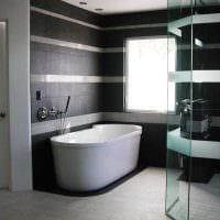 идея яркого дизайна ванной в черно-белых тонах картинка