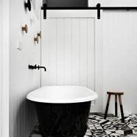 вариант красивого интерьера ванной комнаты в черно-белых тонах фото