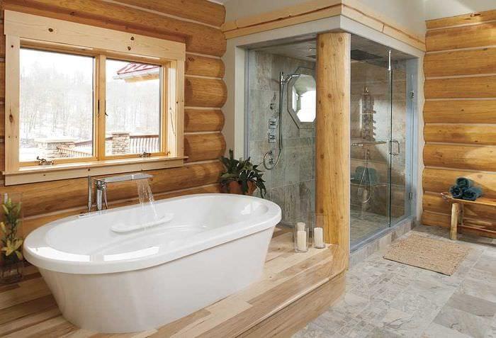 идея красивого интерьера ванной в деревянном доме