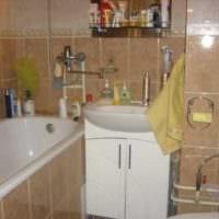 вариант яркого интерьера ванной комнаты 2.5 кв.м фото