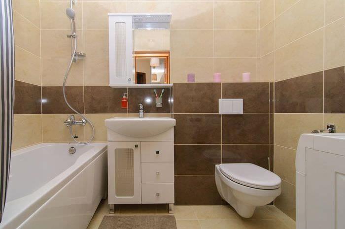 пример светлого интерьера ванной комнаты в бежевом цвете