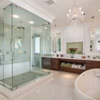 идея яркого интерьера большой ванной картинка