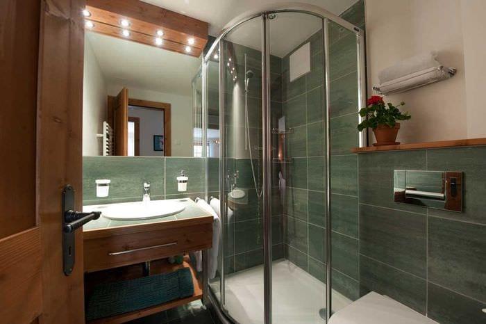 идея необычного интерьера большой ванной комнаты