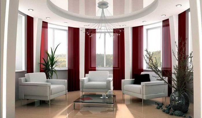 вариант необычного дизайна гостиной с эркером