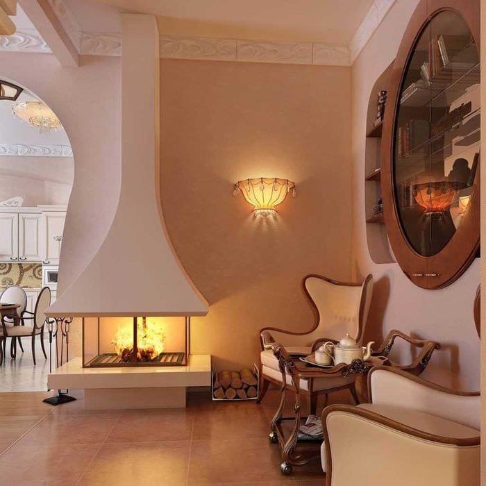 пример необычного интерьера гостиной комнаты с камином