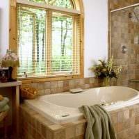 вариант современного стиля ванной с окном картинка