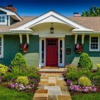 вариант красивого декорирования двора частного дома фото