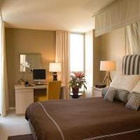 вариант сочетания насыщенного коричневого цвета в дизайне гостиной фото