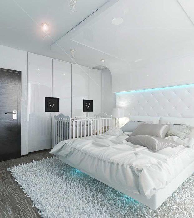 вариант современного стиля белой спальни