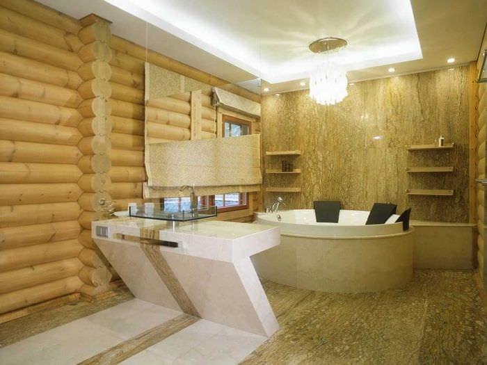 вариант яркого интерьера ванной комнаты в деревянном доме