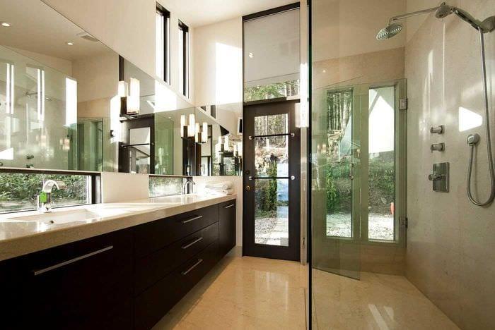вариант необычного интерьера ванной комнаты 2017