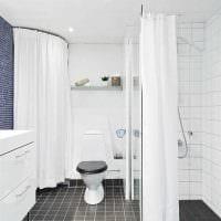 идея необычного интерьера ванной комнаты в черно-белых тонах фото