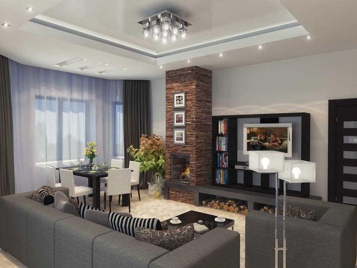 пример яркого декора гостиной с камином