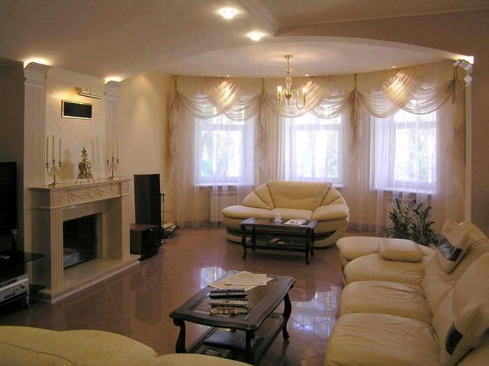 пример светлого стиля гостиной 25 кв.м