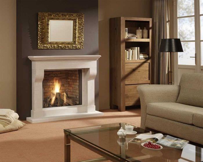 вариант необычного дизайна гостиной комнаты с камином