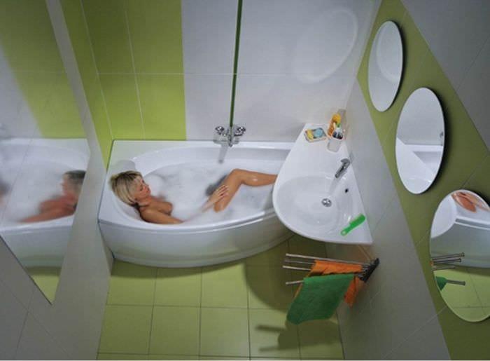 вариант светлого интерьера ванной в хрущевке