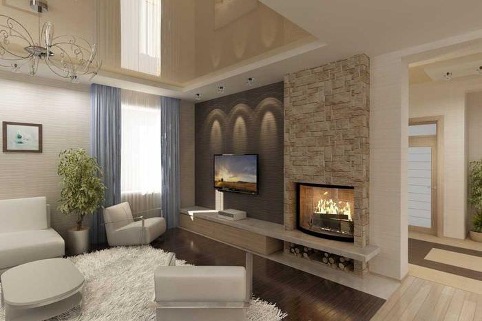 пример светлого интерьера гостиной с камином