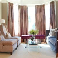 пример яркого дизайна гостиной с эркером фото
