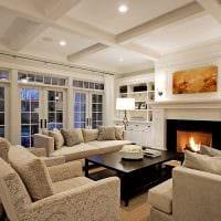 пример светлого интерьера гостиной с камином фото