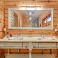 идея красивого стиля ванной комнаты в деревянном доме фото