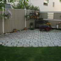 вариант красивого декорирования двора фото