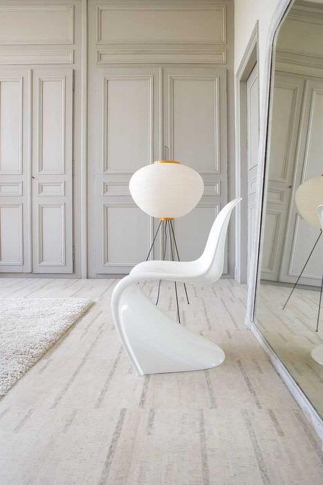 вариант использования светлого ламината в красивом дизайне дома