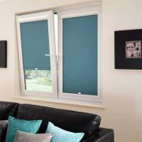 вариант красивого дизайна гостиной с римскими шторами картинка