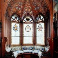 вариант яркого стиля дома в романском стиле картинка