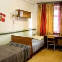 вариант необычного стиля маленькой комнаты в общежитии картинка