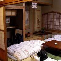 идея яркого декора небольшой комнаты в общежитии фото