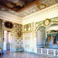 идея яркого дизайна квартиры в романском стиле картинка
